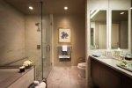 Profesjonalne wyposażenie łazienek hotelowych – co powinno się w nim znaleźć?